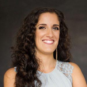 Ana SequeiraEnseña: Descubrir tus talentos y tener el trabajo que más amas.
